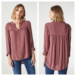 AG The Jess Shirt Henley Button Down Shirt in Fig